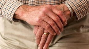 La Poste – Des visites payantes chez les seniors